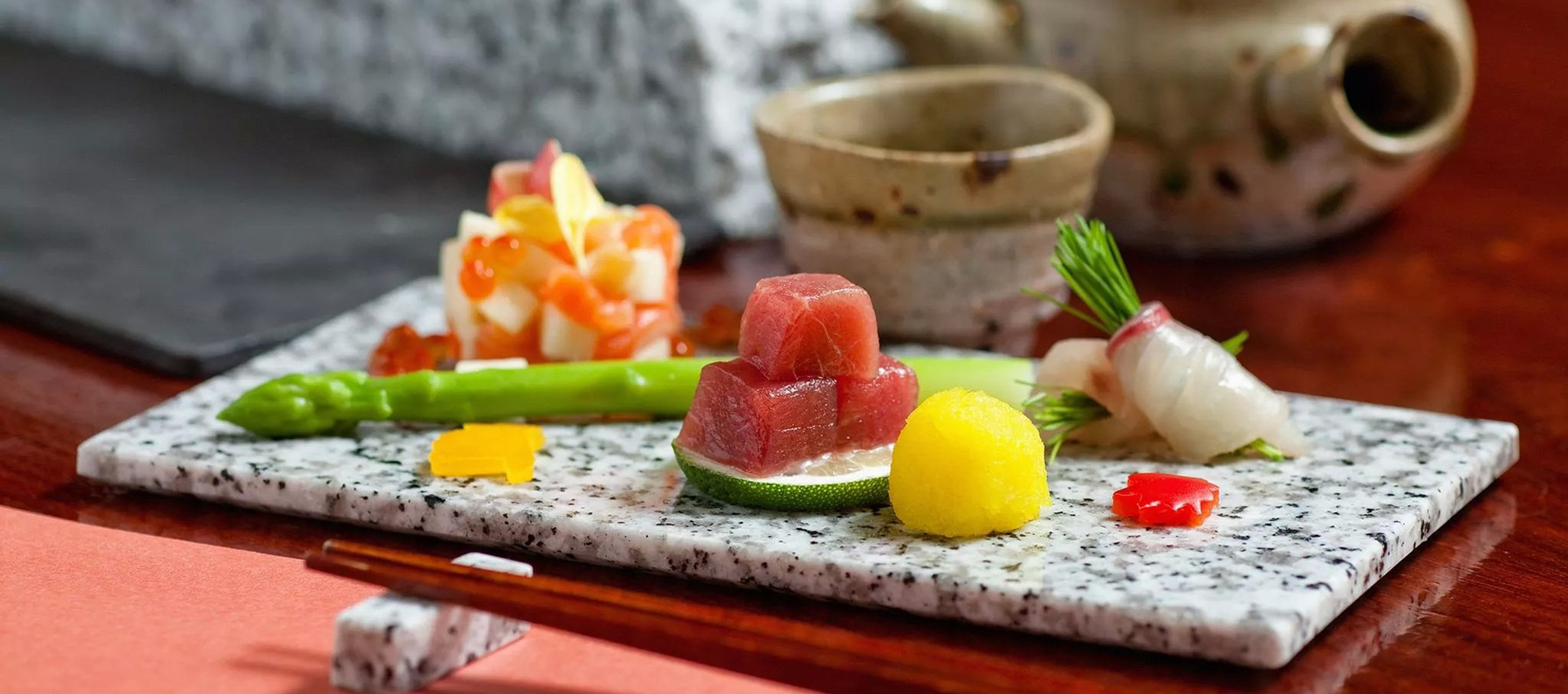 寿司と創作和食の店です